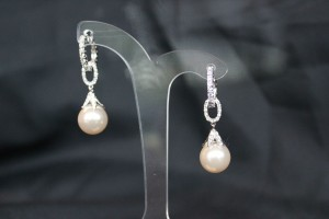 ZE199 Ivory or white pearl and diamonte earrings