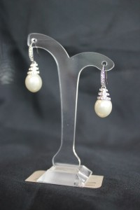 ZE188 Ivory or white pearl earrings