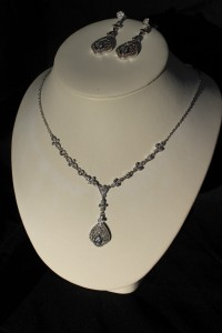 J191 silver necklace/earring set